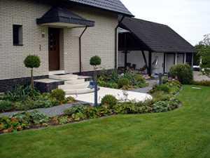 Дизайн газона и цветника. Фото и идеи