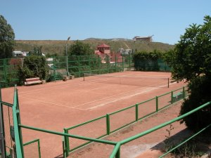 Фото теннисного корта на грунте